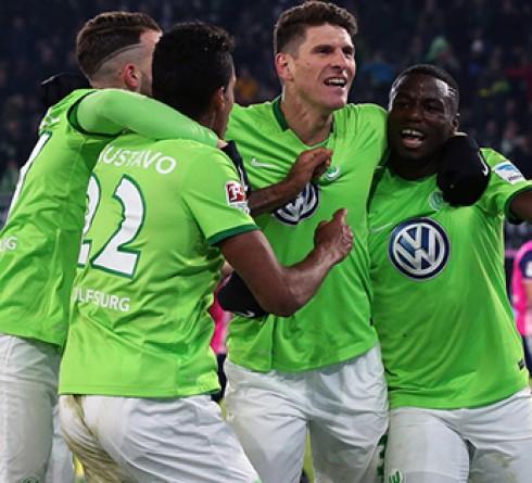 ฟุตบอล บุนเดสลีก้า เยอรมัน ดุสเซลดอร์ฟ (12) -vs-โวล์ฟสบวร์ก (3)  เวลา: 01.30น. สนาม : เมอร์คูร์ สปีล อารีน่า ราคาบอล : โวล์ฟสบวร์ก ต่อ ปป -10