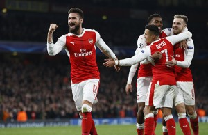 Britain Football Soccer - Arsenal v Paris Saint-Germain - UEFA Champions League Group Stage - Group A - Emirates Stadium, London, England - 23/11/16 Arsenal's Olivier Giroud celebrates with teammates after Paris Saint-Germain's Marco Verratti scores an own goal and the second goal for Arsenal  Reuters / Stefan Wermuth Livepic EDITORIAL USE ONLY.