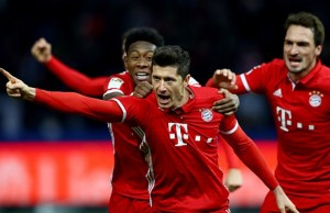 BERLIN, GERMANY - FEBRUARY 18:  Robert Lewandowski of Muenchen celebrates after he scores the equalizing goal during the Bundesliga match between Hertha BSC and Bayern Muenchen at Olympiastadion on February 18, 2017 in Berlin, Germany.  (Photo by Martin Rose/Bongarts/Getty Images)